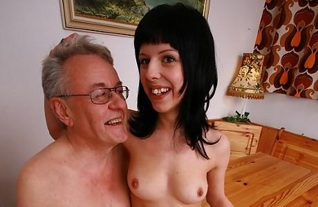 Opa fickt sie alle - Teeny von altem Opa gefickt!